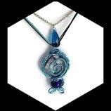 collier pendentif fil aluminium et perles turquoise et argent