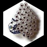 Broche paon métal argenté et strass BRO066