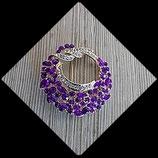 Broche ronde dorée strass violets et blancs BRO008