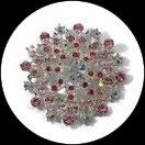 Broche ronde métal argenté à strass roses et naturels irisés BRO100