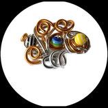 broche fil aluminium or doré argent et perles spirale