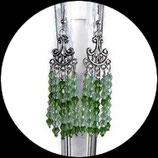boucles ou pendants d'oreilles estampes argentées, swarovski vert fait main