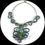 Collier coeur ras du en  fil aluminium vert, coeur et perles fait main.