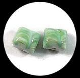 Perles de verre  lampwork   bruit de l'océan palet carré vert  16 x 16 mm  X 2. PER266