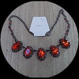 Collier couleur hématite à strass rouges COL006