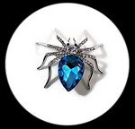 Broche araignée argentée à strass turquoise et naturels BRO111