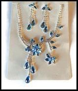 Parure collier et boucles d'oreilles fleurs strass bleus et argent PAR028