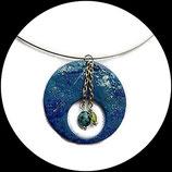 Collier pendentif émail bleu et perles, ras du cou, bijou artisanal