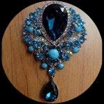 Broche goutte strass turquoises et bleus support métal argenté BRO020