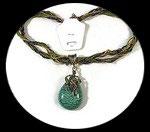Collier pendentif cabochon, rocailles et strass verts COL016