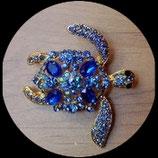 Broche tortue dorée à strass bleus BRO016.