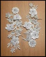 Applique fleurs blanches dentelle et strass Lot de deux  APP026