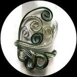 Bracelet manchette en fil aluminium vert et argent fait main