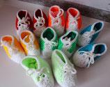 Baby-Sneaker in verschiedenen Farben