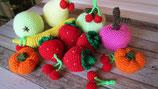 11-teiliges Set aus gehäkeltem Obst für Kinderküche und Kaufladen im Einkaufsnetz