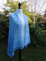 Laceschal in blau aus flauschigem Angora