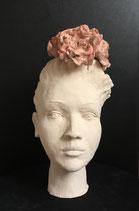 Frauenkopf mit Rosen