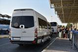 Transfer mit Shuttle-Bus vom Flughafen Rom zum Hotel und retour