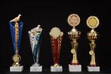 # 27 blaue und rote Ehrenpreise mit Taube