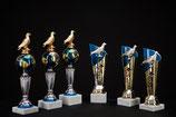 # 08 Ständer Pokale Rassetauben Cup oder Weltkugel