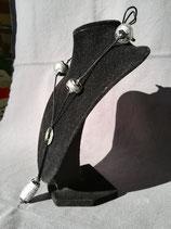 Grand collier noir à la feuille d'argent