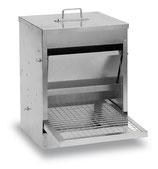 Futterautomat mit automatischer Trittauslösung