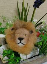 ライオンのブローチ