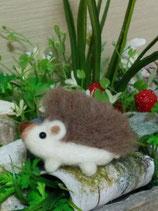 可愛いハリネズミのブローチ