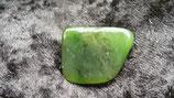 Nephrit / Aktinolith (Trommelstein gebohrt)