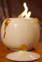 Feuerkugel mit Deckel und Metalleinsatz für Bioethanol. H. ca. 19 cm. Weiß, Gold