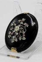 Grote onyx medaillon met gouden montuur, bezet met roosdiamanten, ca.1860.