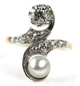 14 Karaat gouden Belle Epoque ring bezet met parel en bolsjewiek geslepen diamanten, ca.0.75 ct.