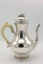 Bonebakker zilveren koffiepot met eikel op de deksel en benen handvat, P.Pieterse, Amsterdam 1877.