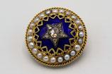 18 Karaat gouden broche bezet met blauw emaille, parels en in de ster roosgeslepen diamanten.