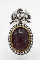 18 Karaat goud met zilveren medaillon hanger-broche met strik, bezet met parels, ca.1880.
