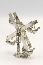 Hollands zilveren miniatuur van een draaimolen met  bewegelijke gondels uit 1901.