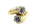 Retro 18 karaat gouden ring met schubben en 2 bloemen met diamant en saffier.