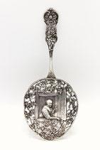 Hollands zilveren natfruitschep met druivenranken en oud Hollandse voorstelling, Fa.M.Bijkamp, Steenwijk.