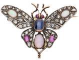 14 Karaat goud met zilveren broche in de vorm van een vlinder bezet met diamant, saffier, robijn en opaal.