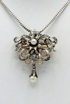 Antieke 14 karaat goud met zilveren hanger met pampel, bezet met roosdiamant en parels.