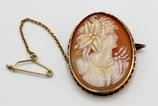 Antieke schelp camee broche met 14 karaat gouden montuur.