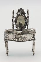 Hollands zilveren miniatuur kaptafel, versierd met putti's, J.Verhoogt, Hoorn 1911.