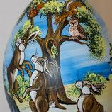 Bemalenes Glasei: Hasen und Eichhörnchen im Wald