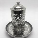 Glasbehälter mit gehämmertem Metal