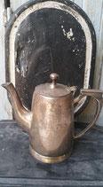 Oude theekan met deksel