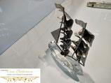 Schiff mit Segel aus Metall