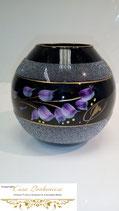 Schwarze Vase mit Lilla Elementen