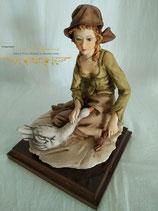 "Skulptur ""Frau mit Gans"""