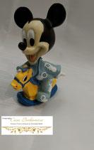 Micky Maus mit Schaukelpferd