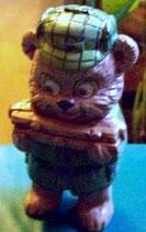 Teddy mit Brennholz
